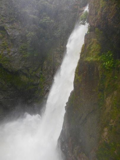 Banos Del.Banos Ugnikalnio Papėdėje Tarp Krioklių Kalnų Ir Debesų